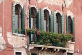 Fasade-am-Campo-Angelo-Raffaele.jpg